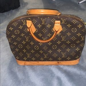 AUTHENTIC LOUIS VUITTON BAG (alma)